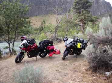 Packing the bikes by the Naches River.